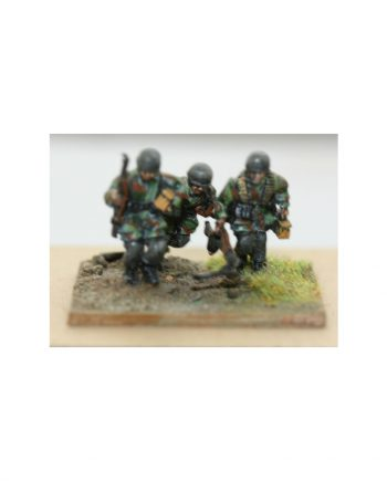 MG42 Team, x3 moving inc. NCO with MP40